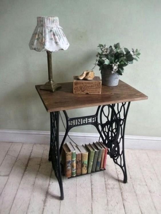 Stůl vyrobený z šicího stroje, zdroj: UpCycling.cz