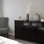 skříň, postel, ložnice