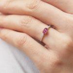 prsten-turmalin-diamanty-bile-zlato-klenota